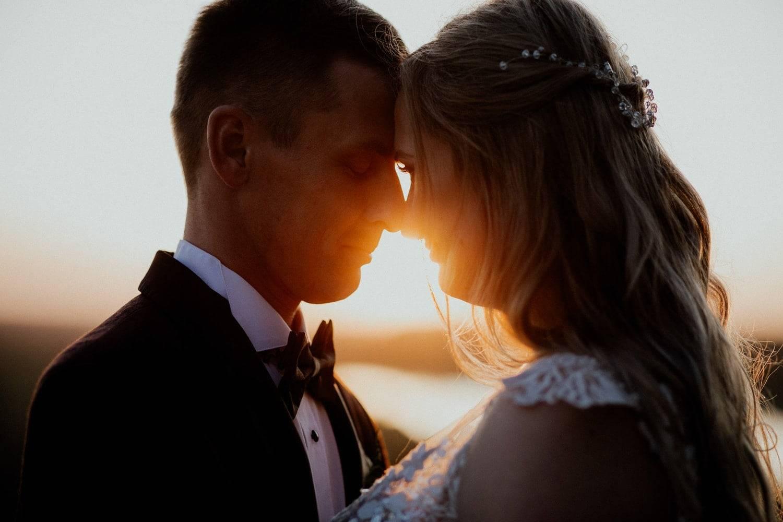 sesja poślubna o zachodzie słońca