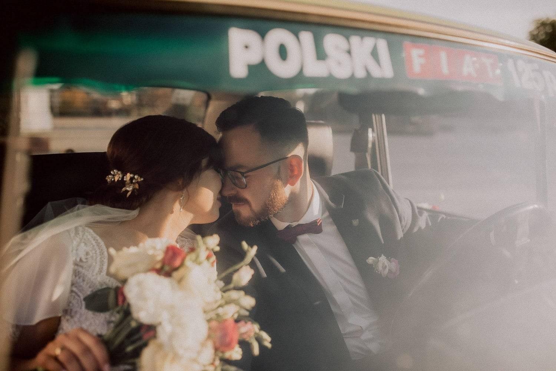 Fiat 126p w dniu ślubu w Lubartowie