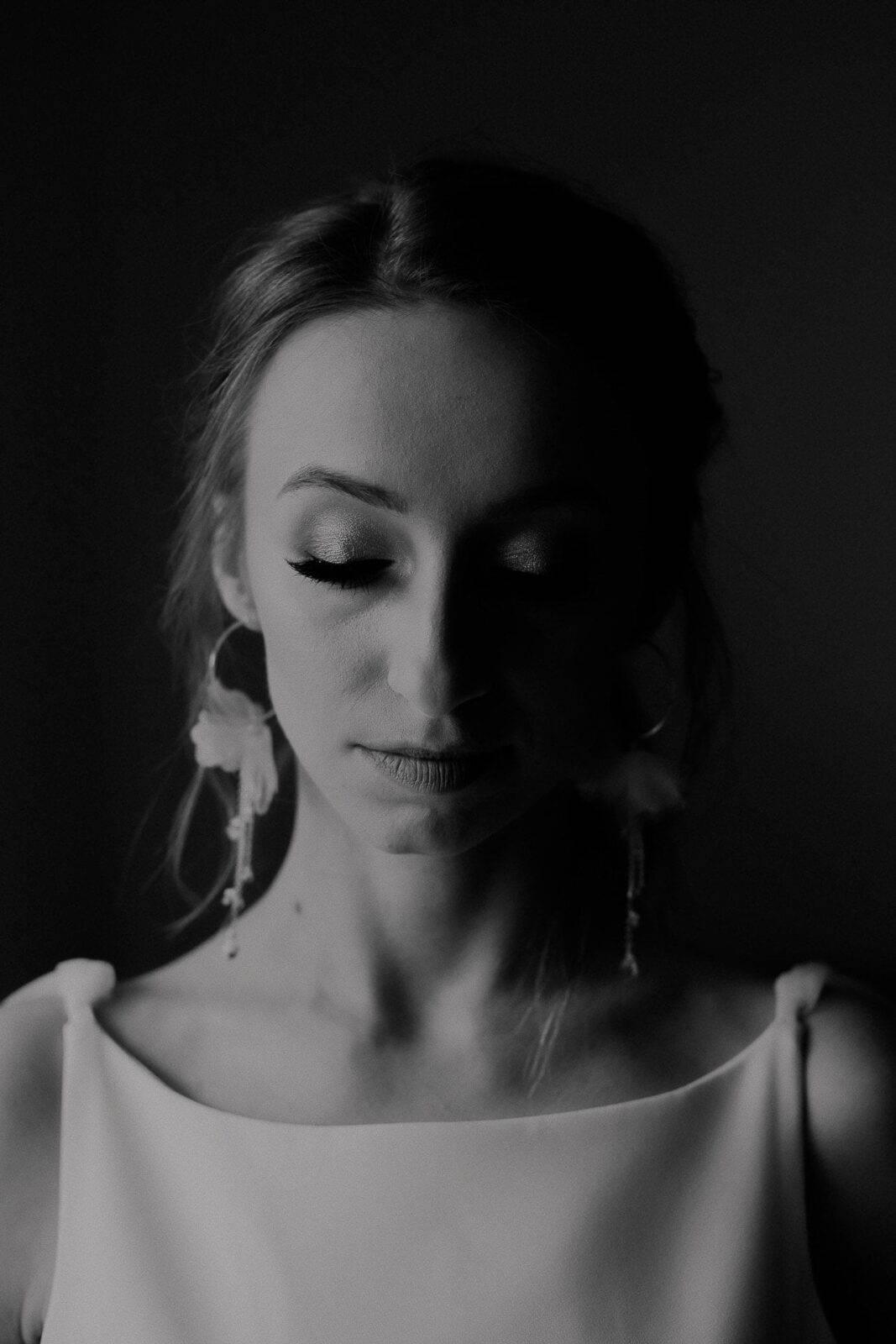 Portret Panny Młodej czarno białe